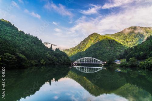 奈良 湖と山