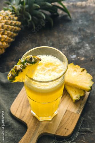 Aluminium Sap Pineapple juice on rustic background