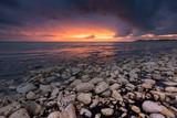 Plage galet couché de soleil sainte marie en ré île de ré océan cailloux charente maritime aquitaine