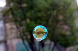 bulles de savon, art de rue - 218270672