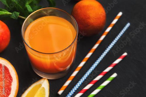 Aluminium Sap Fresh orange juice with fruits on wooden table