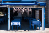 frische Tintenfische im Restaurant - 218810847
