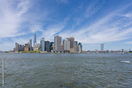 Foto Murales Manhattan skyline and Brooklyn Bridge in daytime