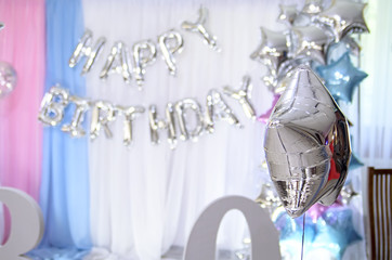 Aerial balloon in the shape of a star on the background of the inscription on happy birthday