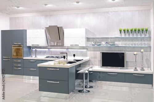 Cucina moderna con parete attrezzata | Buy Photos | AP Images ...