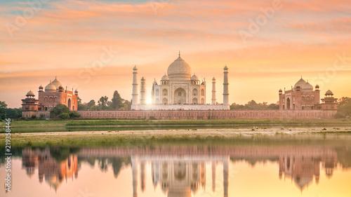 Foto Murales Panoramic view of Taj Mahal at sunset