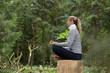 Leinwanddruck Bild - Frau beim Entspannen Meditieren im Wald