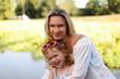 Leinwanddruck Bild - Glückliche Mutter mit Tochter im Arm