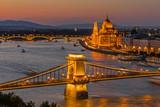 Budapest - Kettenbrücke und Parlamentsgebäude - 219604437