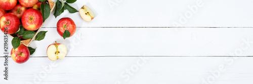 Äpfel Apfel Frucht Früchte Obst von oben Textfreiraum Copyspace Holzbrett - 219635426
