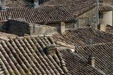toits de maisons provençales à Grignan dans la Drôme en France - 219762245