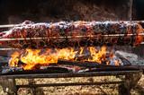 Porchetta sulla brace, fuoco selettivo - 219768867