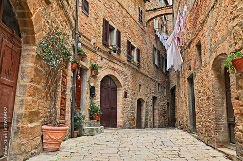Fototapeta Volterra, Pisa, Tuscany, Italy: ancient alley in the old town
