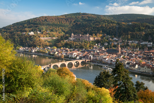 Leinwanddruck Bild Heidelberg Stadtansicht im Herbst mit Schloss und Neckar