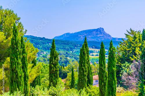 Montagne Sainte Victoire in France © dudlajzov