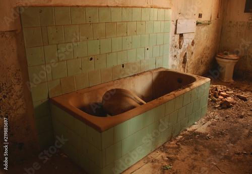 CUARTO DE ASEO SUMIDO EN EL ABANDONO | Buy Photos | AP Images ...