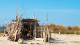 cabane en bois flotté - 219918826