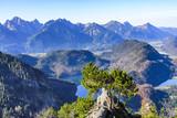 Gebirgslandschaft mit idyllischen Seen im Ostallgäu - 219923217