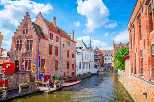Leinwanddruck Bild Beautiful canal and traditional houses in the old town of Bruges (Brugge), Belgium