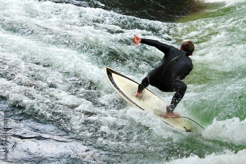 Leinwanddruck Bild Surfer am Eisbach, München