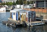Arbeitsplattform im Hafen - 220196023