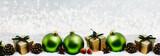 Weihnachtskarte Grüne Christbaumkugeln - 220281482