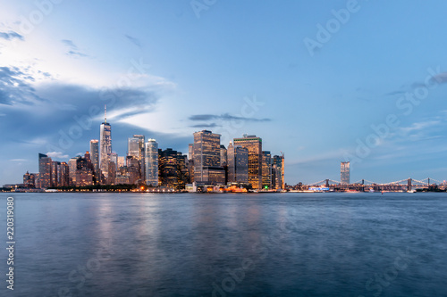 Foto Murales Night View of New York City from Governors Island in New York Harbor