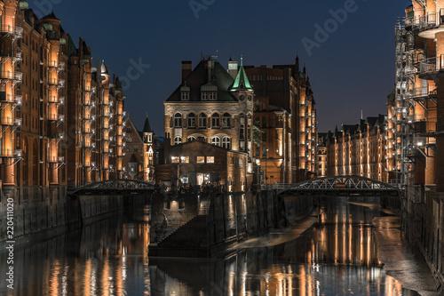 Foto Murales Speicherstadt Hamburg at night