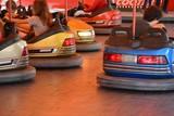 Autoscooter auf einem Jahrmarkt - 220451062