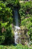 cascade dans la falaise - 220517251