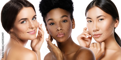 Leinwanddruck Bild Different ethnicity women - Caucasian, African, Asian on white background