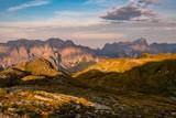 Morgendliches Farbenspiel während dem Sonnenaufgang in den sextener Dolomiten - 220624210