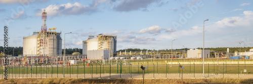 Foto Murales Liquefied gas tanks at the LNG terminal, Swinoujscie, Poland
