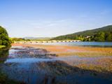 Paisaje del nacimiento del río Ebro en Fontibre, España, verano de 2018 - 220702002