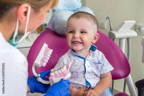 Fototapeta Little patient looking how to clean teeth right