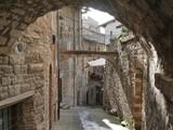 Gubbio – scorci di via Cattedrale - 220755818
