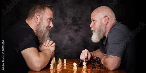 Leinwandbild Motiv Zwei Männer spielen Schach
