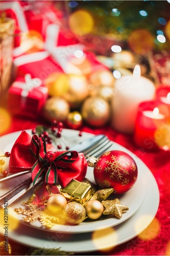 christmas dinner decorations on table