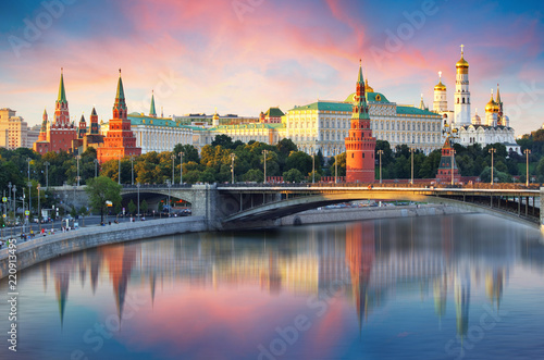 Poster Moscow Kremlin and river in morning, Russia