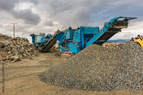 Gravel stone transformation plant with heavy machinery