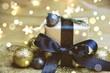 Leinwanddruck Bild - Weihnachtsgeschenk im goldenen Lichterglanz
