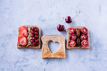 Ausgewogener Snack - Vollkornbrot mit frischen Früchten, Nüssen und Schokocreme 04
