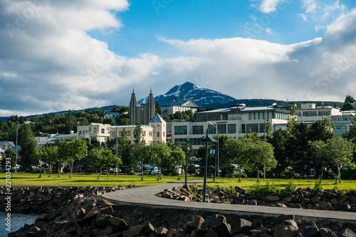 Akureyri Ansicht vom Hafen, Island, Sommer, Querformat - 221034293
