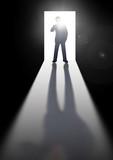 扉を開けるビジネスマン - 221058288