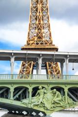 la Tour Eiffel vista dalla Senna