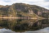 Spiegelung im Fjord - 221175626