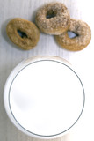 Bicchiere di latte e taralli dolci - 221256432