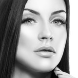 Beautiful model woman close-up beauty face. Clean skin, fresh day make-up, hand touching chin. Black and white - 221318868
