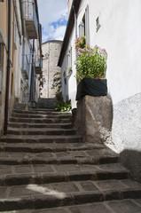 Basilicata - Un caratteristico vicolo di Albano di Lucania © Biagio