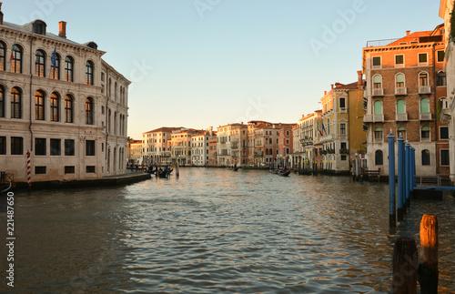 il quartiere di Rialto a Venezia - 221487650